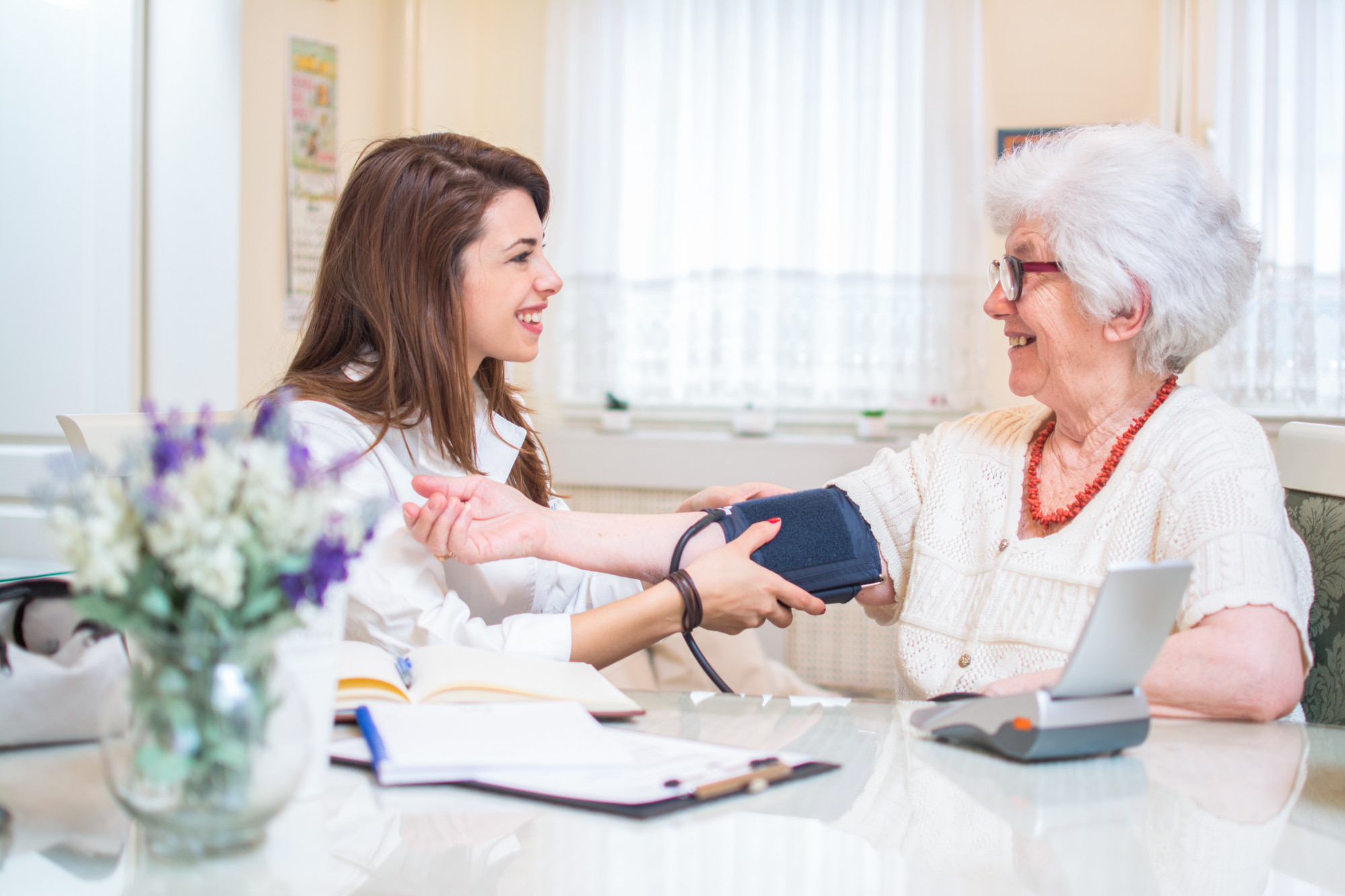 5 Signs It's Time to Hire a Home Nurse for Your Loved One